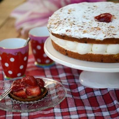 bienestich aardbei gebak samen-witte standaard